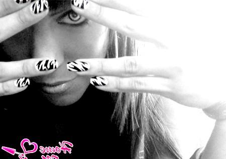 Нейл-арт з модним принтом зебри
