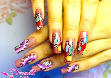 Фото - малюнки фруктів і квітів ручками на нігтях