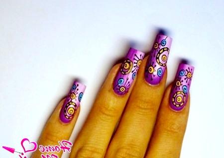 Фото - космічна фантазія на красивих нігтях