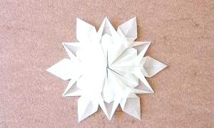 Новорічні сніжинки з паперу - як зробити зимову казку