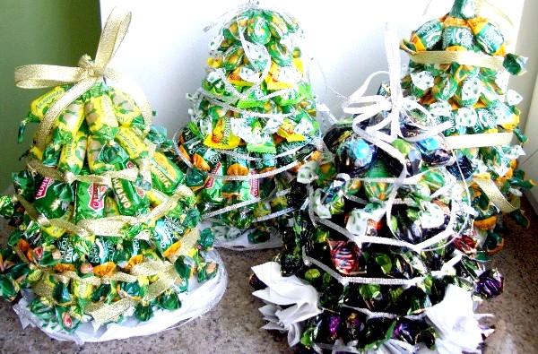 Фото - Новорічна ялинка з цукерок: фото