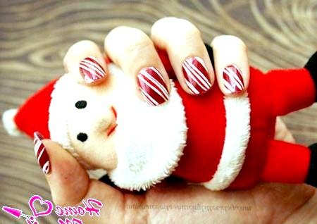 Фото - новорічний манікюр в карамельному стилі