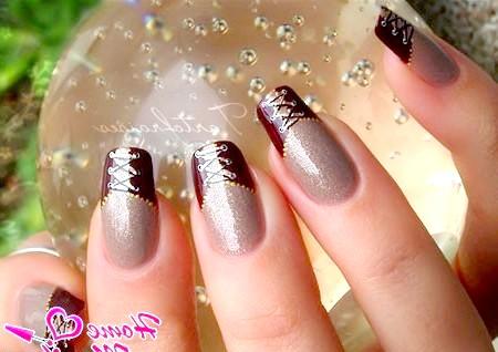 Привабливий і елегантний дизайн нігтів з корсетом