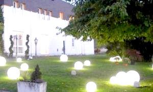 Оформлення саду світлодіодними ліхтарями