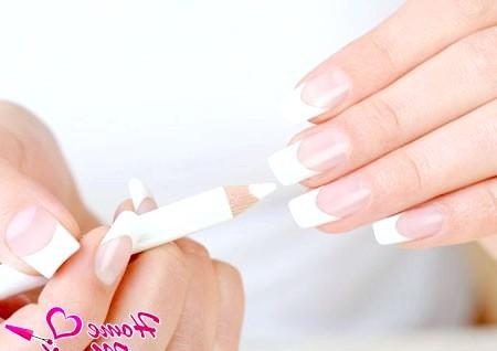 Фото - відбілюючий олівець для нігтів