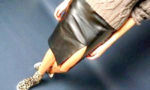 Відважні модниці: з чим носити шкіряну спідницю?