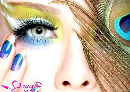 «Перо павича» - яскравий дизайн нігтів для сміливих леді