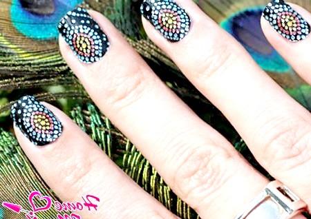 Фото - мозаїчний дизайн нігтів перо павича