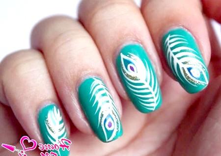 Фото - простий манікюр перо павича на нігтях
