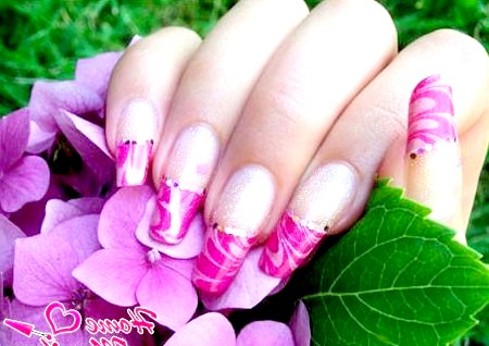 Фото - вишуканий дизайн нігтів в пурпурних тонах