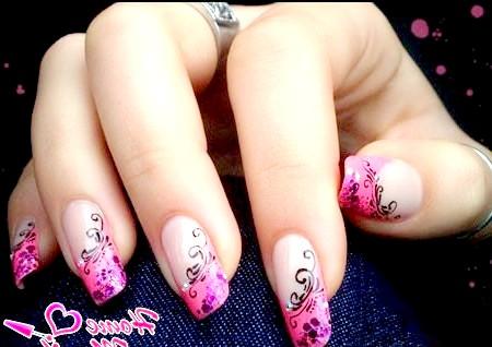 Фото - приголомшливі малюнки на рожевих нігтях френч