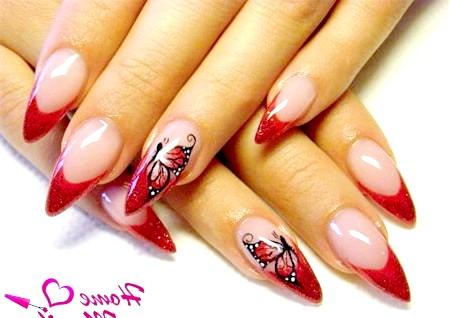 Фото - червоний французький манікюр з малюнком на гострих нігтях
