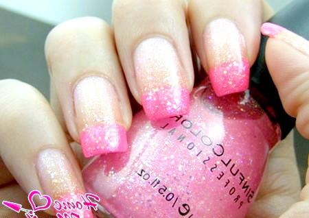 Фото - модний рожевий нейл-арт з глітером