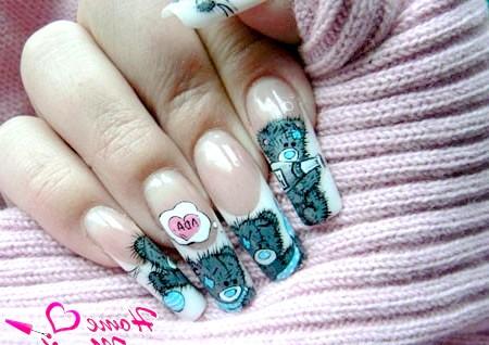 Фото - гарний дизайн нарощених нігтів з ведмедиками
