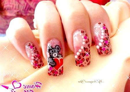 Фото - красивий малюнок ведмедики з серцем на нігтях