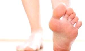 Чому сверблять стопи і як позбутися неприємних відчуттів в ногах