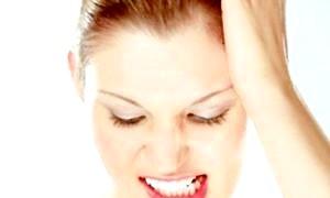 Чому люди скриплять зубами уві сні: причини і лікування