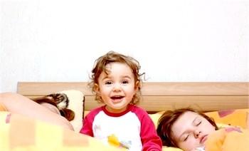 Фото - Чи не спить дитина - шукаємо причини. Фото з сайту minibanda.ru