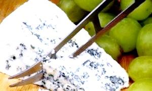 Користь і шкода сирів з цвіллю: все добре в міру