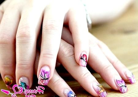 Фото - метелики на нігтях