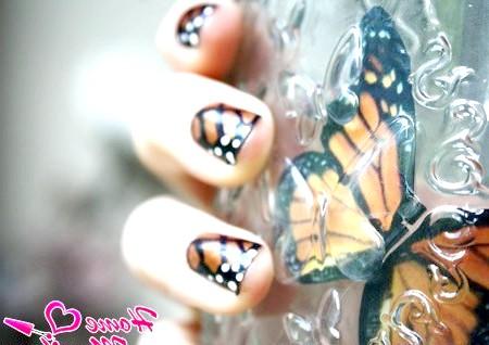 Фото - імітація крил метелика в манікюрі