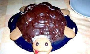 Приголомшливо ніжний і красивий торт «черепаха»: рецепт зі сметаною і фруктами