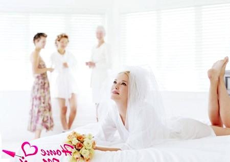 Фото - підготовка нареченої в салоні краси