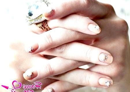 Фото - весільний дизайн нігтів з об'ємними прикрасами