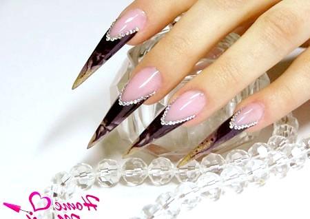 Фото - розкішні нарощені нігті-стилети