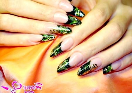 Фото - чудовий манікюр на нігтях у формі пайп