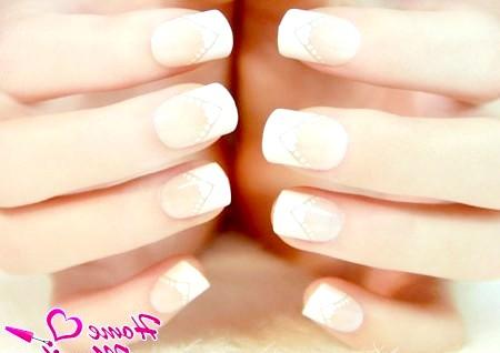 Фото - френч манікюр на квадратно-овальних нігтях