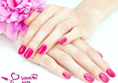 Фото - овально-квадратні нігті винного кольору