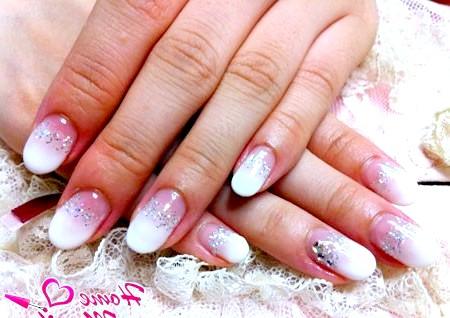 Фото - красиві нарощені нігті овальної форми