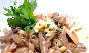 Прості страви з вишуканим смаком: як приготувати бефстроганов будинку