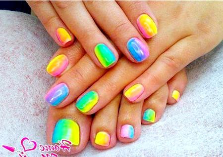 Фото - нігті на руках і нігтях в райдужному стилі
