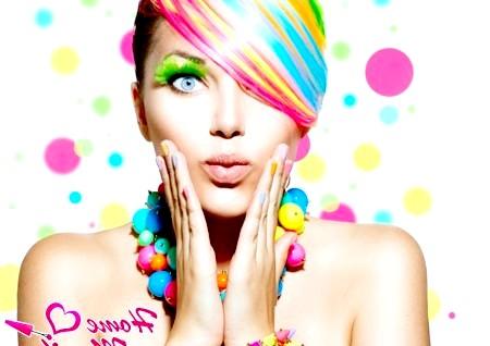 Різнокольорові нігті - прояв яскравої індивідуальності