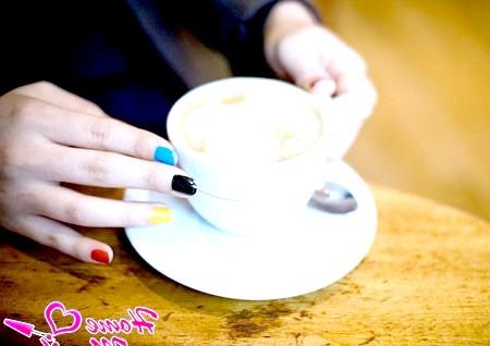 Фото - красиві короткі нігті різного кольору