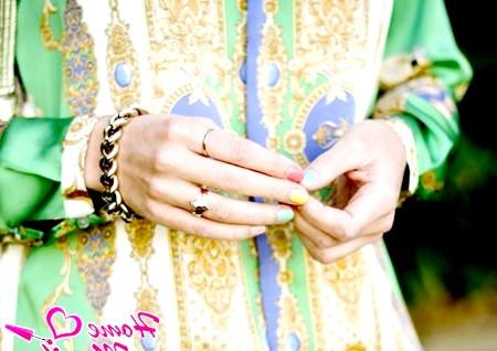 Фото - різнокольоровий пастельний манікюр на показі мод