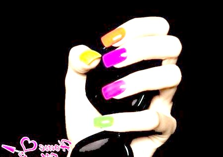 Фото - яскраві різнокольорові нігті