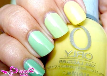 Фото - плавний перехід від жовтого до зеленого на нігтях