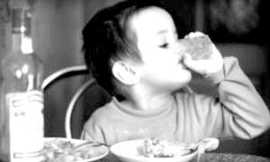 Дитина випила алкоголь - симптоми, наслідки, перша допомога