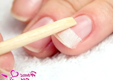 Фото - закріплення шовку для ремонту нігтів