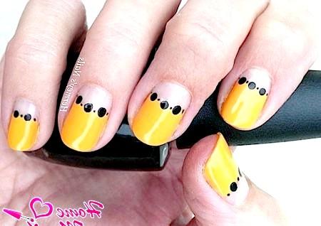 Фото - яскраві нігті в місячному стилі