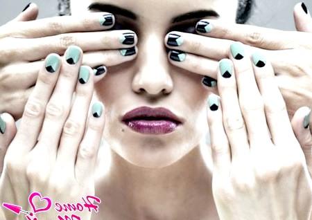 Фото - місячний дизайн нігтів з гострим півмісяцем