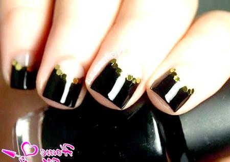 Фото - стриманий і строгий дизайн нігтів