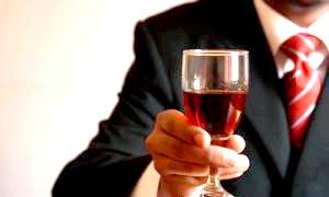 З чим пити лікер: особливості напою