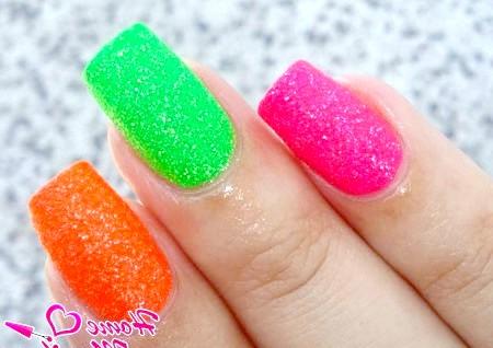 Фото - різнокольорові і яскраві цукрові нігті