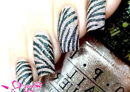 Фото - цукровий дизайн нігтів в стилі зебри