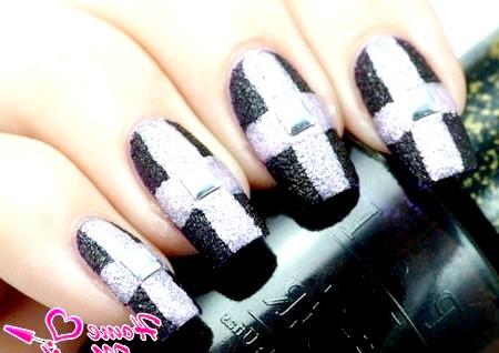 Фото - цукровий хрест на нігтях