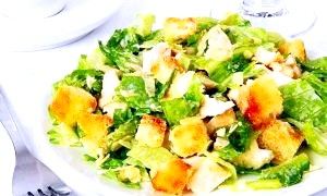 Салат з відвареної курячої грудкою: смачні варіанти приготування
